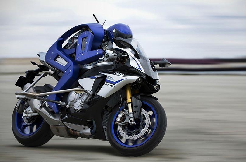 Робот-мотогонщик Yamaha Motobot