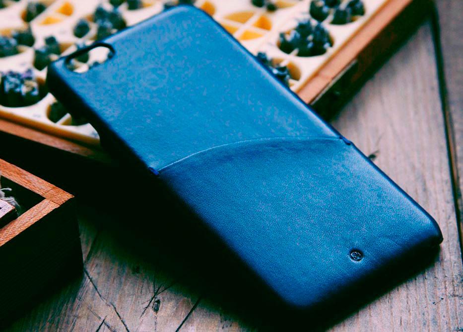 Чехол из итальянской кожи для iPhone от Dry&Co