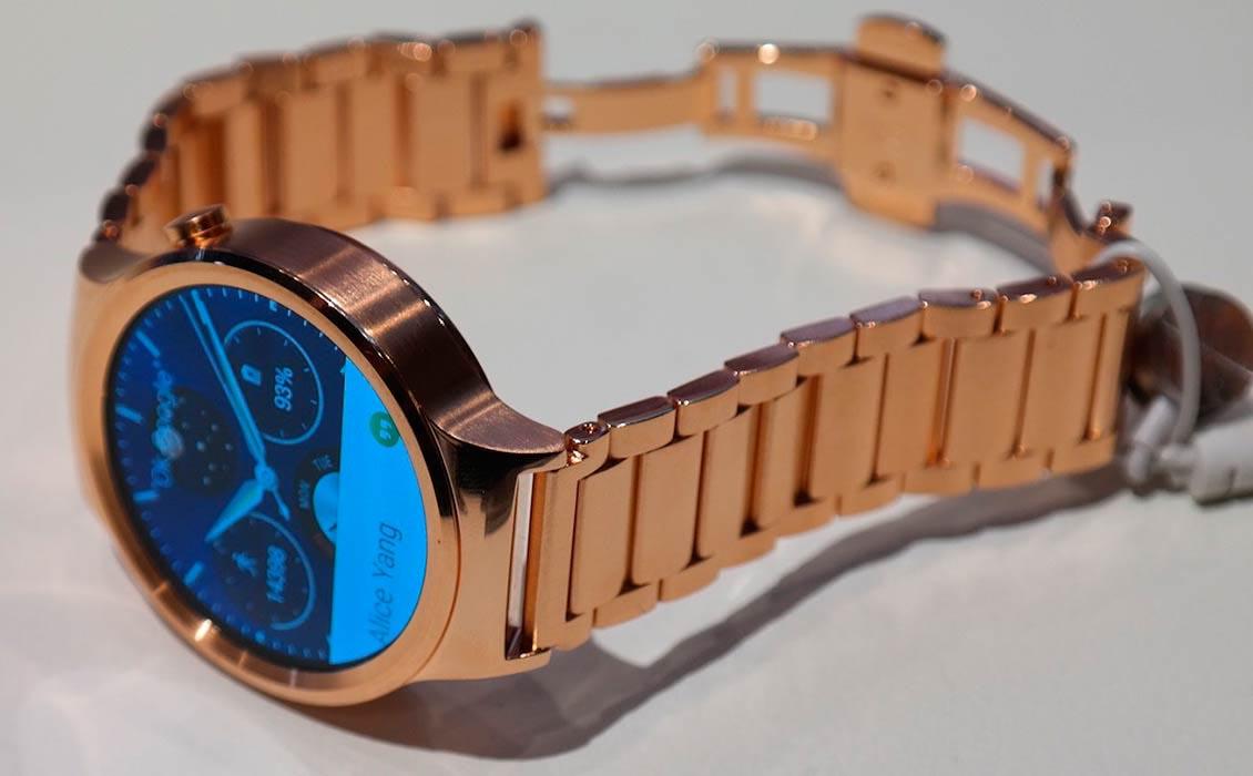 Смарт-часы Huawei с покрытием 22K розового золота