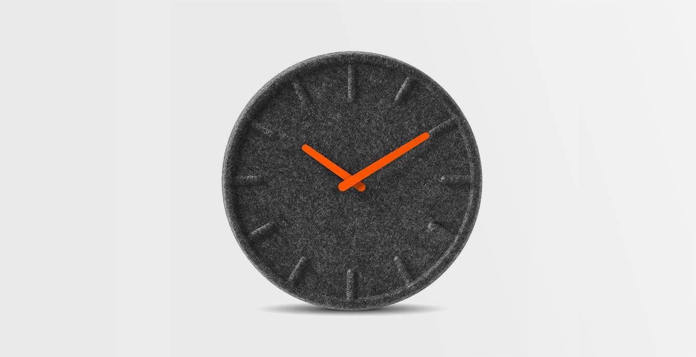 Настенные часы Felt35 от Sebastian Herkner