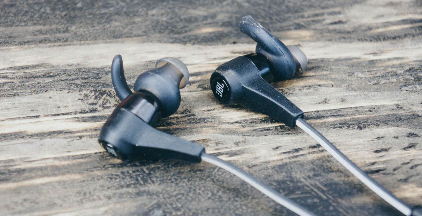 беспроводные наушники-затычки (вкладыши)
