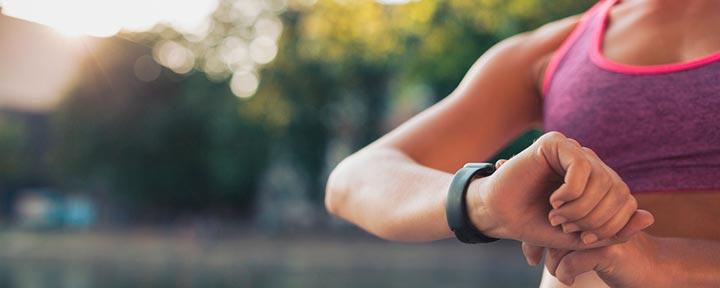 5 практичных и доступных фитнес-трекеров до $20