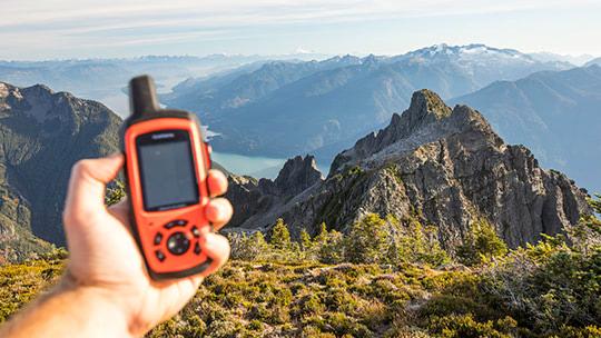 7 лучших походных GPS навигаторов 2021 года